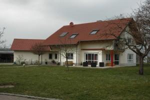 Wohnhaus mit neuem Dach